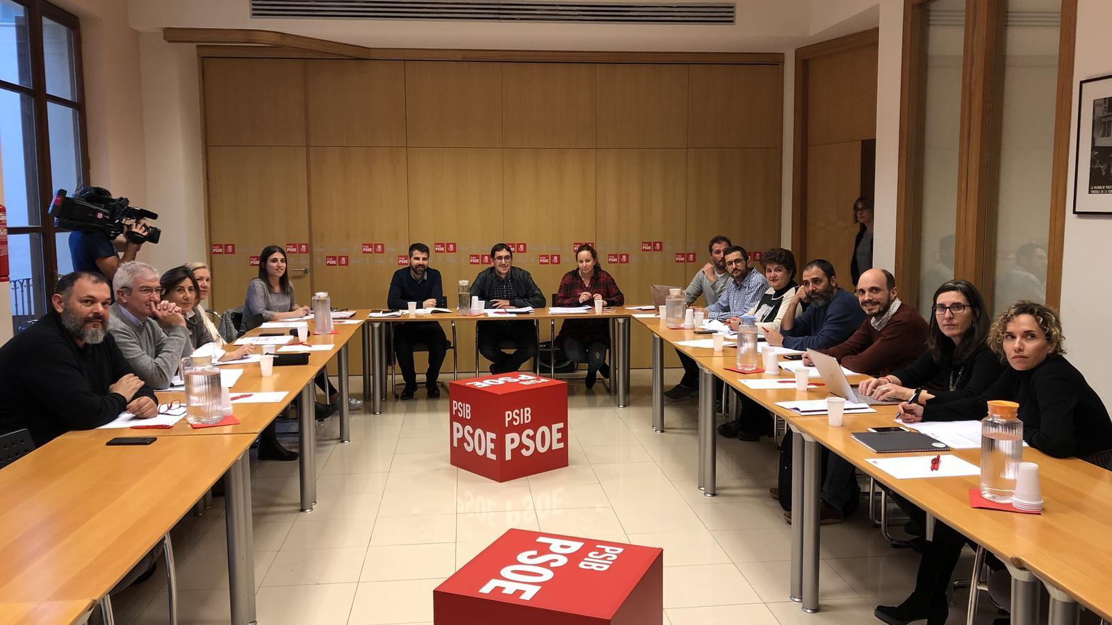 Imatge de la reunió dels coordinadors dels grups de treball a la seu del PSIB.