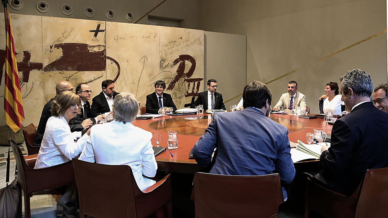 Puigdemont afirma en una trobada informal que ja té les urnes