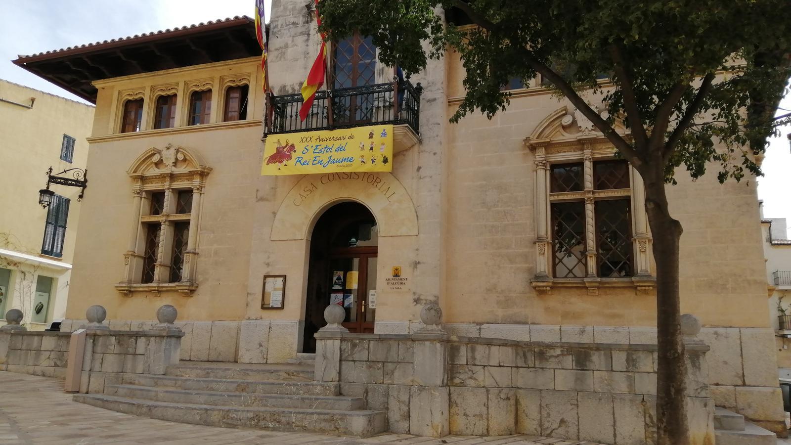 El pla de reactivació compta amb el suport de tots els grups polítics municipals./ AJUNTAMENT D'ALCÚDIA