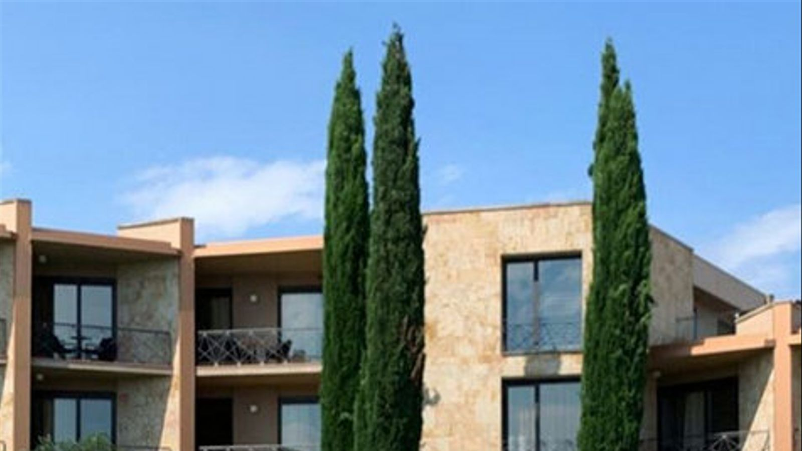 Un país per confinar-s'hi Hotel Albons Un premi FAD envoltat de 50.000 metres de pau