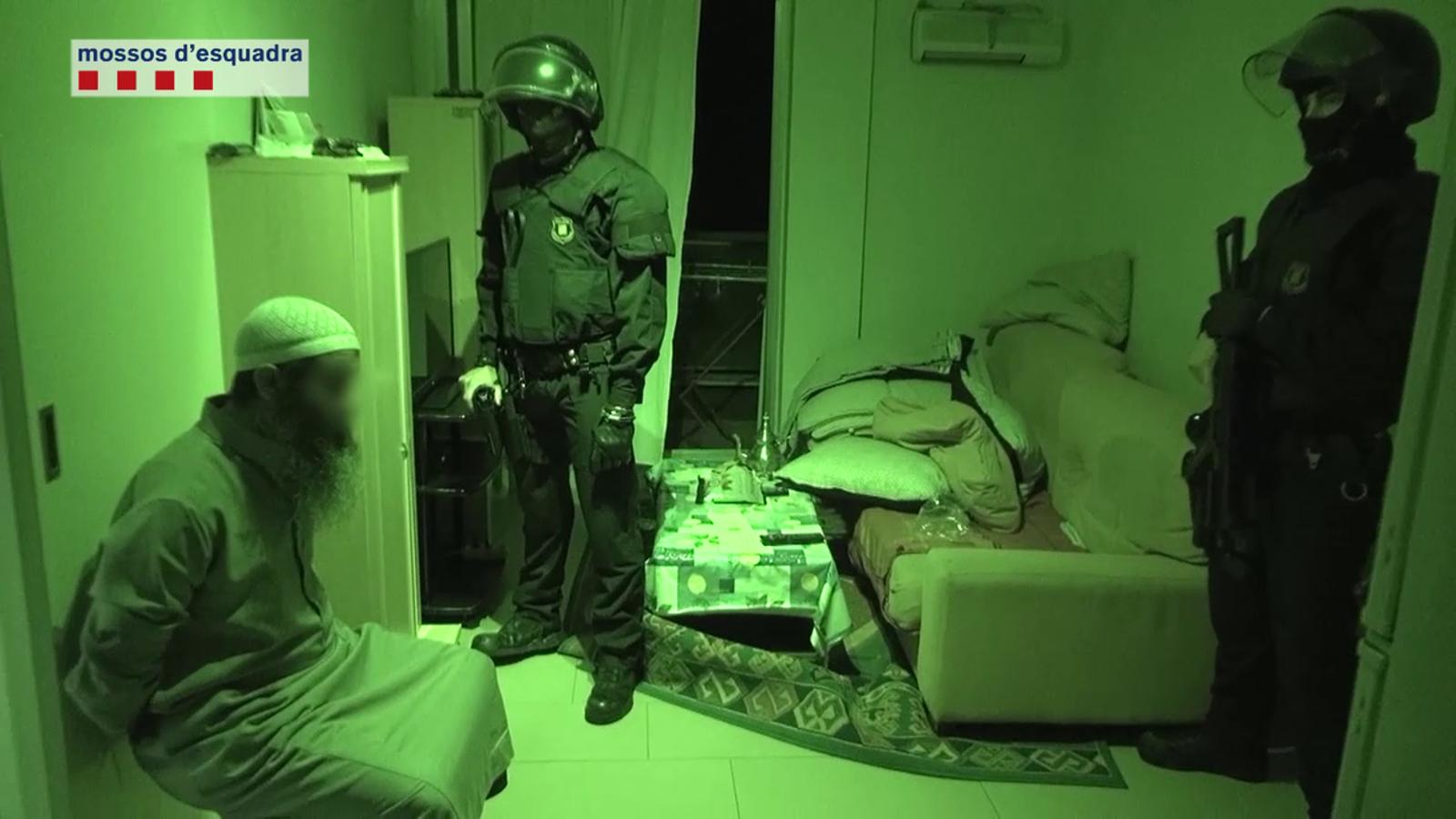 Vídeo de l'operació contra una cèl·lula jihadista. / MOSSOS D'ESQUADRA