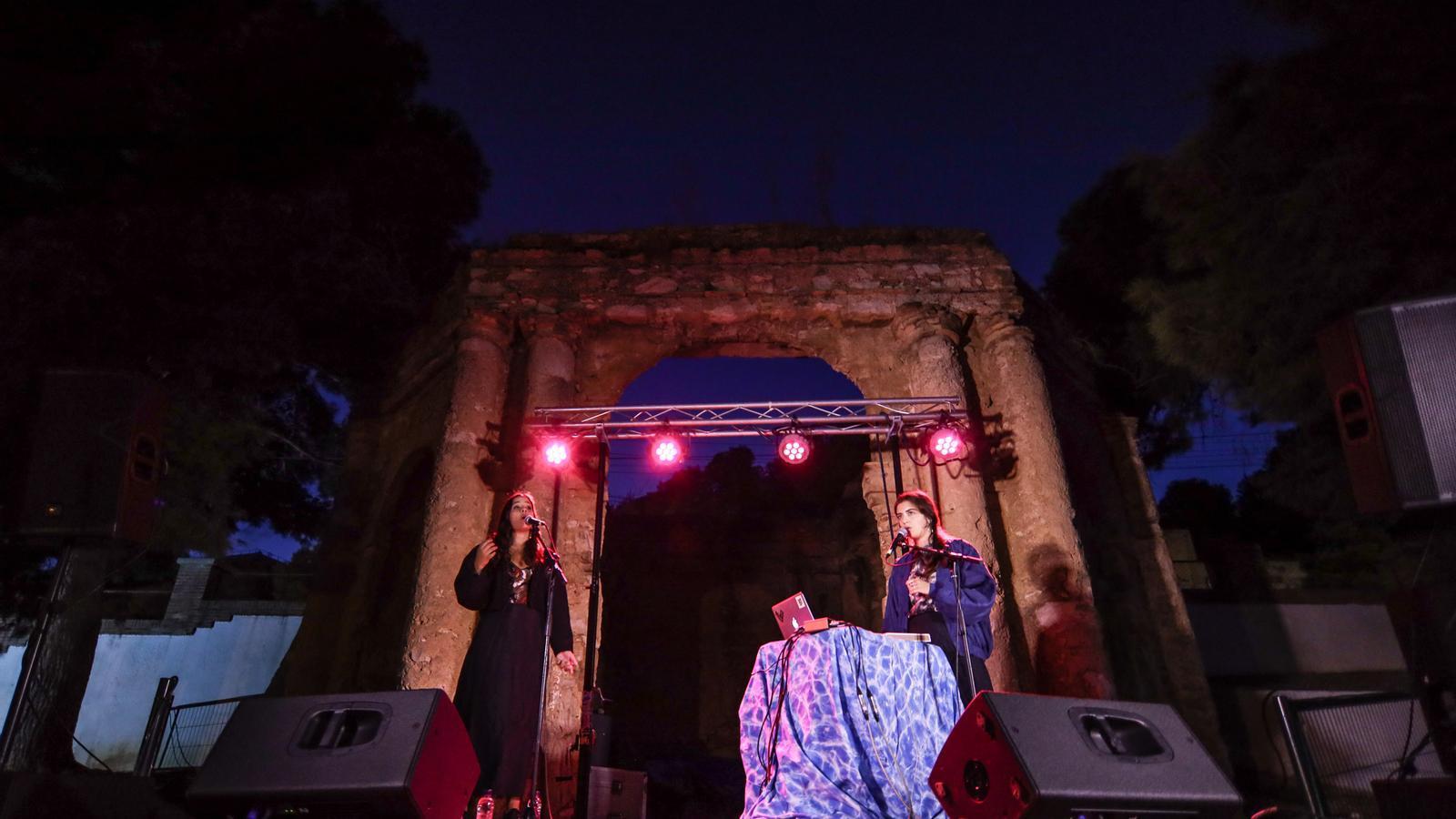 El duo Tarta Relena a la Glorieta de les Escoles de Sant Carles de la Ràpita, al Festival Eufònic