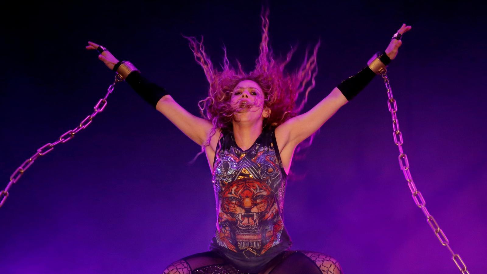 Shakira durant un concert al Líban el 2018.