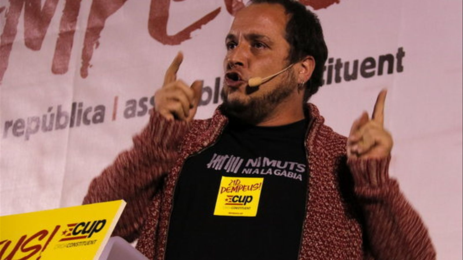 L'exdiputat de la CUP David Fernández, en un míting a l'Hospitalet de Llobregat