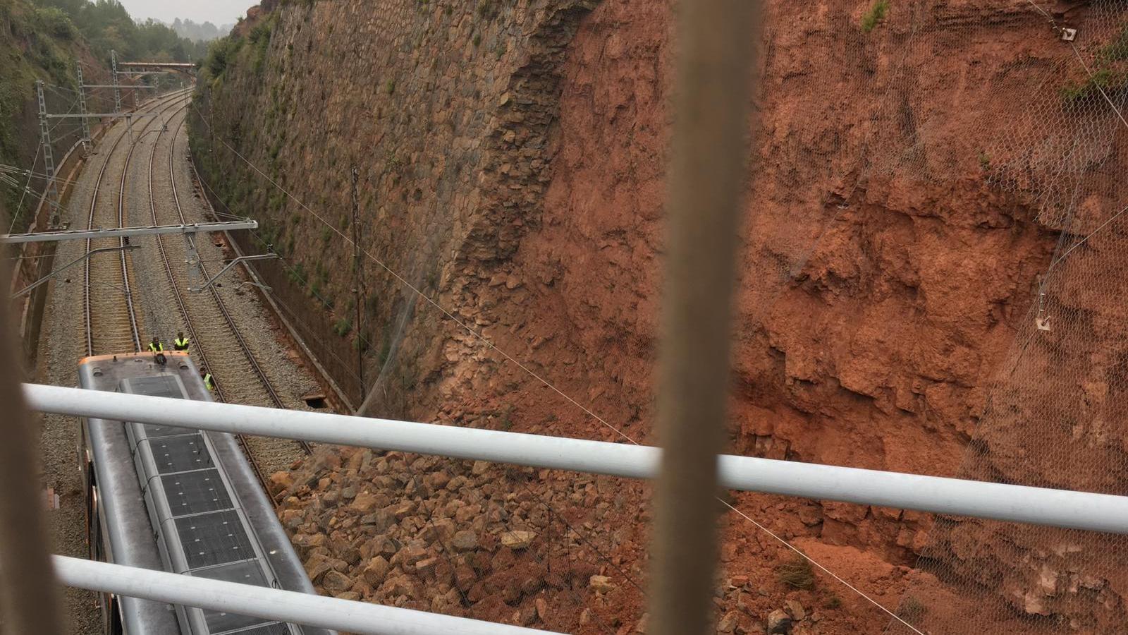 Un mort  i 44 ferits, la majoria lleus, en el descarrilament d'un tren de Rodalies a Vacarisses