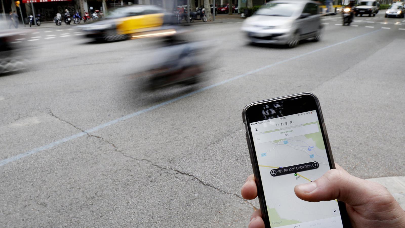 Uber i Cabify hauran de registrar tots els seus trajectes a partir de l'1 de març.