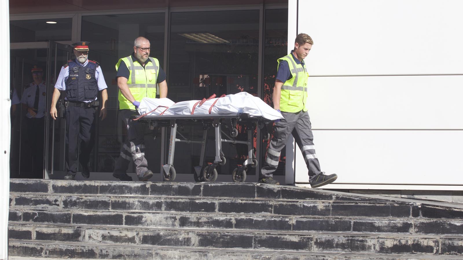 Els Mossos tracten l'atac d'un jove a la comissaria de Cornellà com un atemptat terrorista
