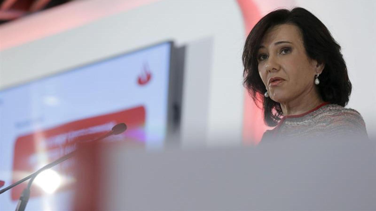La presidenta del Santander, Ana Botin, durant la presentació dels resultats del 2014 a la ciutat de l'entitat als afores de Madrid. EFE