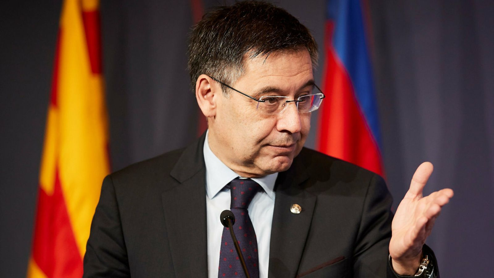 Bartomeu defensa un club assetjat