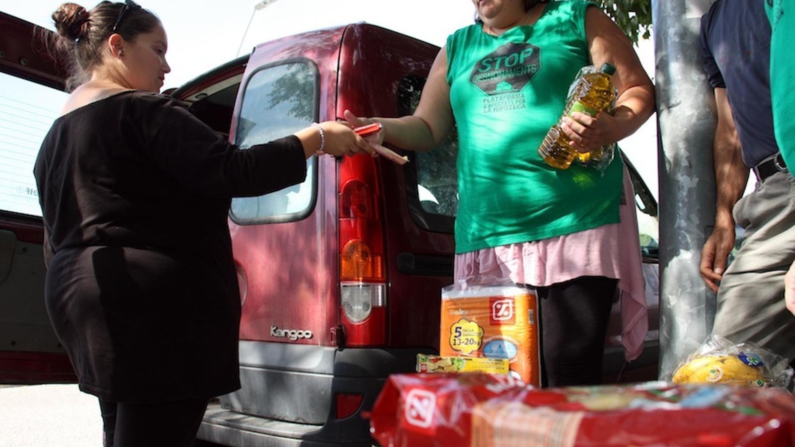 El grup que ha assaltat un supermercat de Vilafranca per agafar aliments per a famílies afectades per les hipoteques