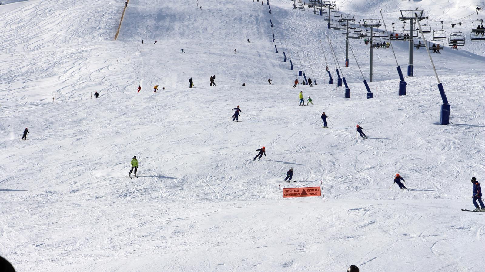 Esquiadors al Pas de la Casa, a l'inici de la temporada. / T. N (ANA)