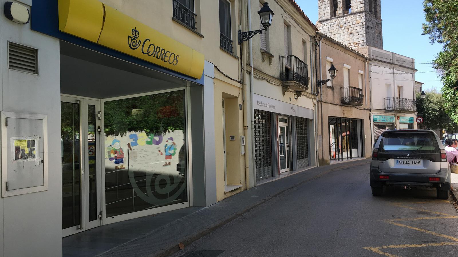 Tres homes atraquen una altra oficina de correus ara a for Oficina correus barcelona