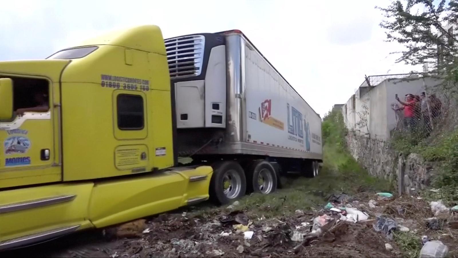 Un dels camions on s'han localitzat els cadàvers abandonats, a Jalisco