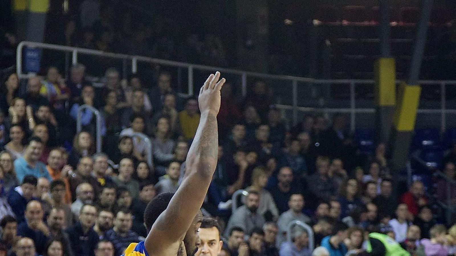 Tyrese Rice, base del Barça Lassa, no va fer un bon partit, però va sentenciar el triomf amb dos tirs lliures.