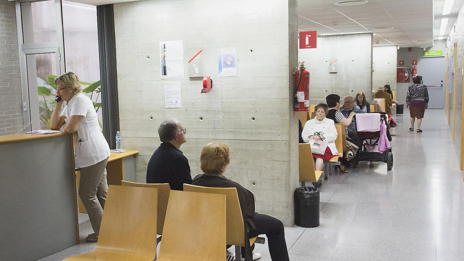 La sala d'espera del CAP de Roquetes a Barcelona,   En una imatge d'arxiu.