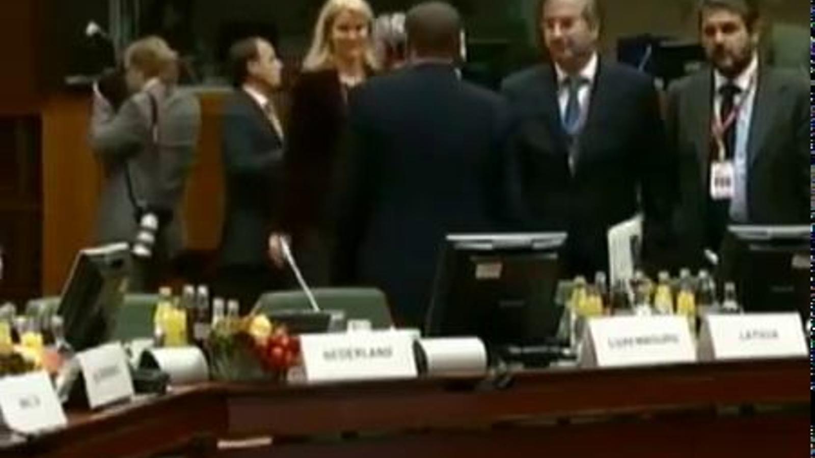 Berlusconi li mira el cul a la primera ministra danesa