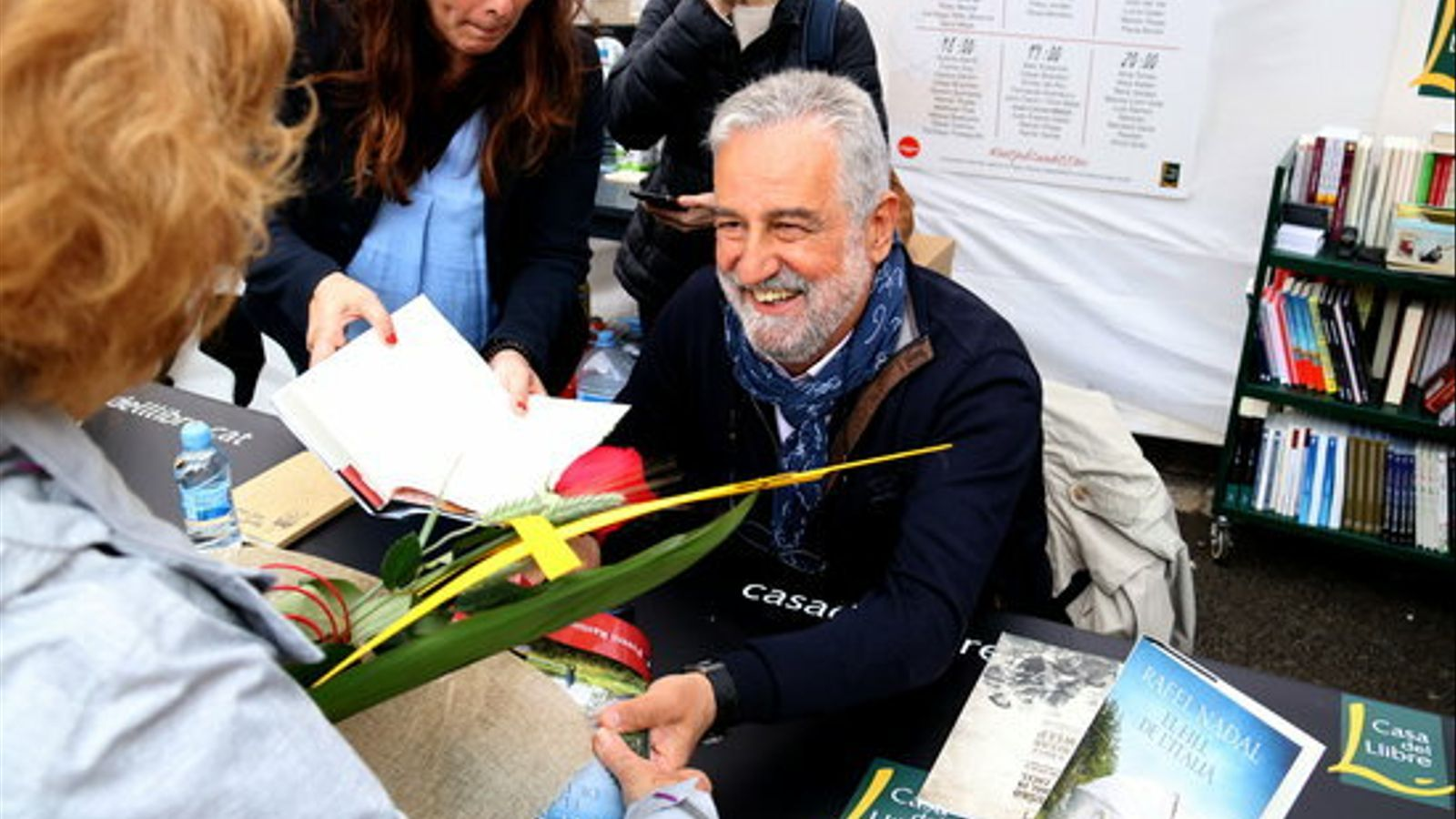 Rafel Nadal, firmant llibres
