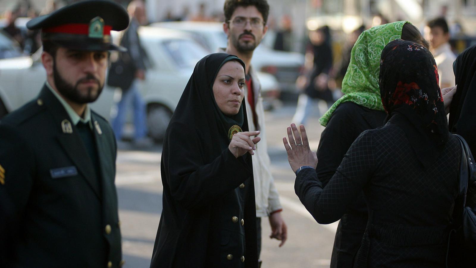 A la presó per defensar les dones que es treuen el vel a l'Iran