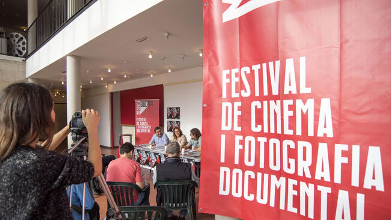 La sala multifuncional d'Es Mercadal ha acollit la presentació de la segona edició del Doc Fest.