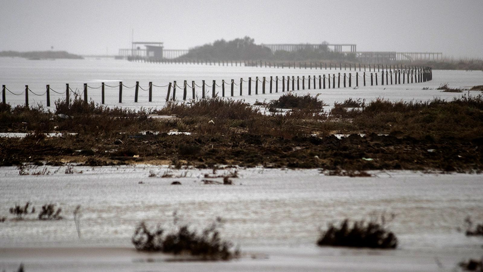 La platja del Trabucador al Delta de l'Ebre, desapareguda pel temporal