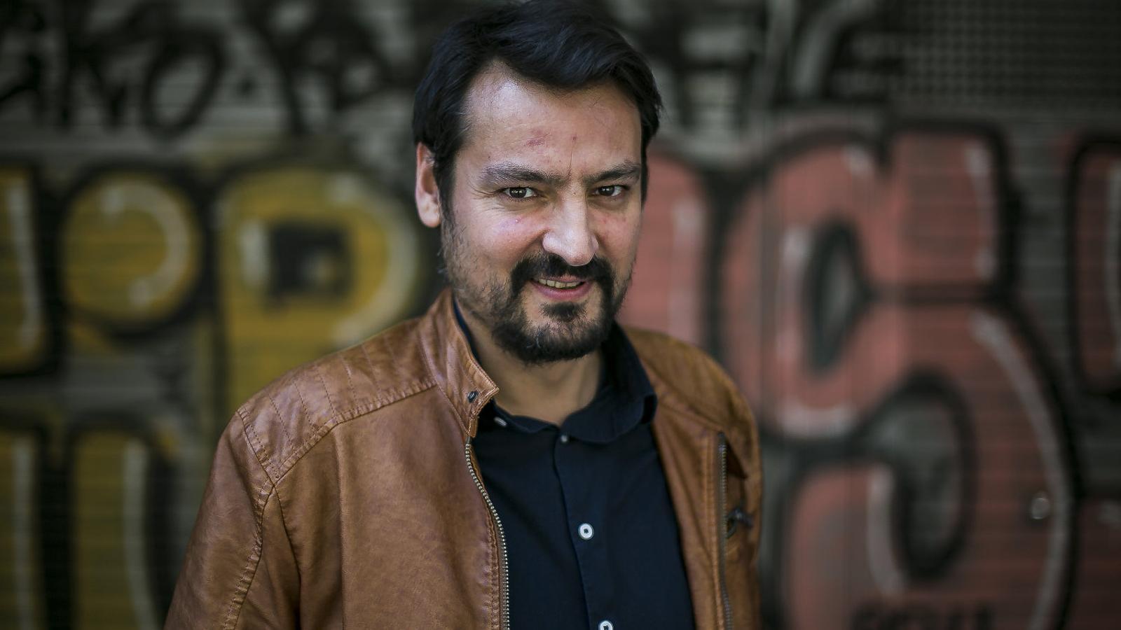 Òscar Andreu combina la literatura amb la ràdio i el seu vessant com  a músic. / MARC ROVIRA