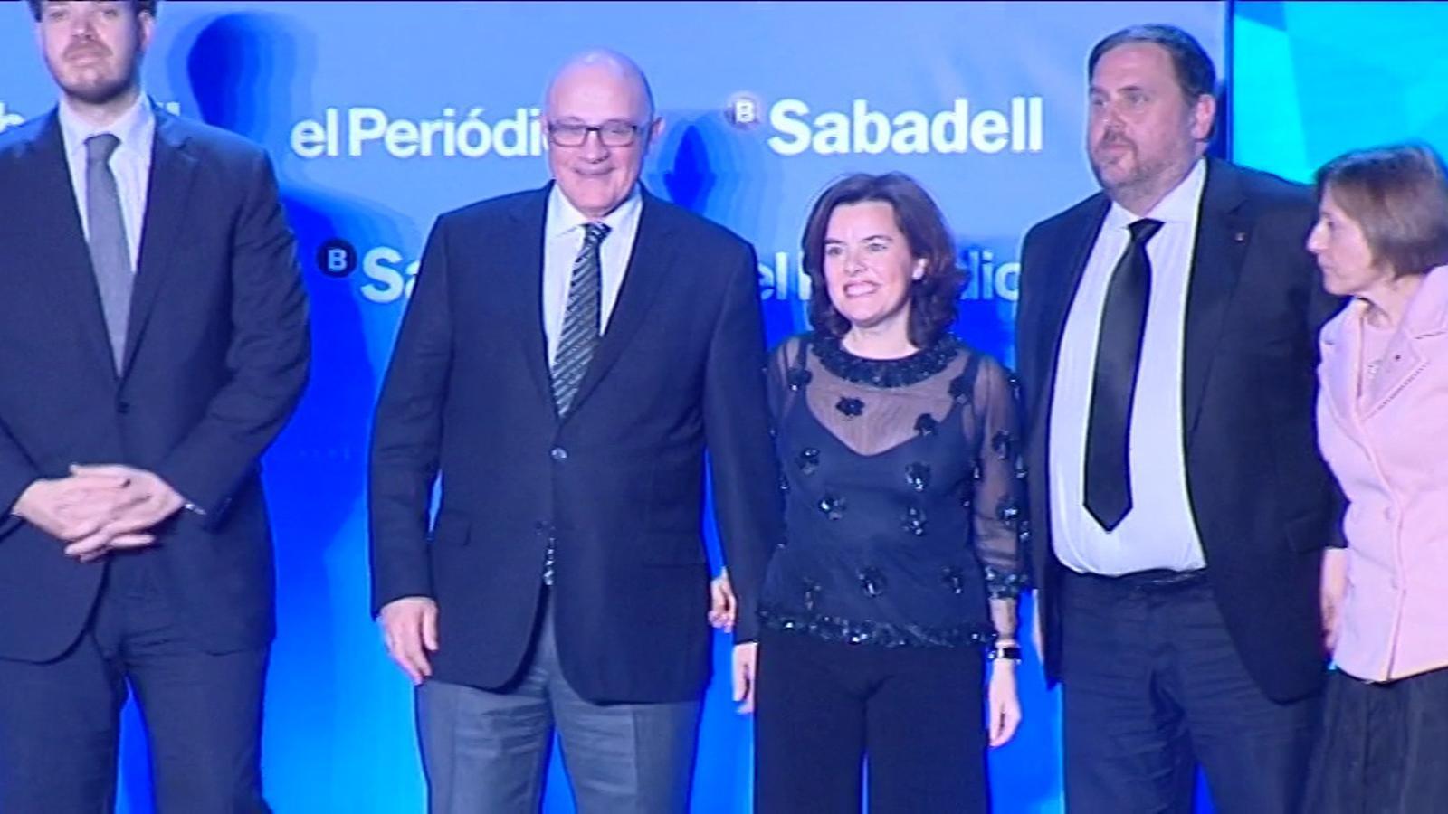 La caiguda de Soraya Sáenz de Santamaria en l'entrega de premis Empresa de l'Any