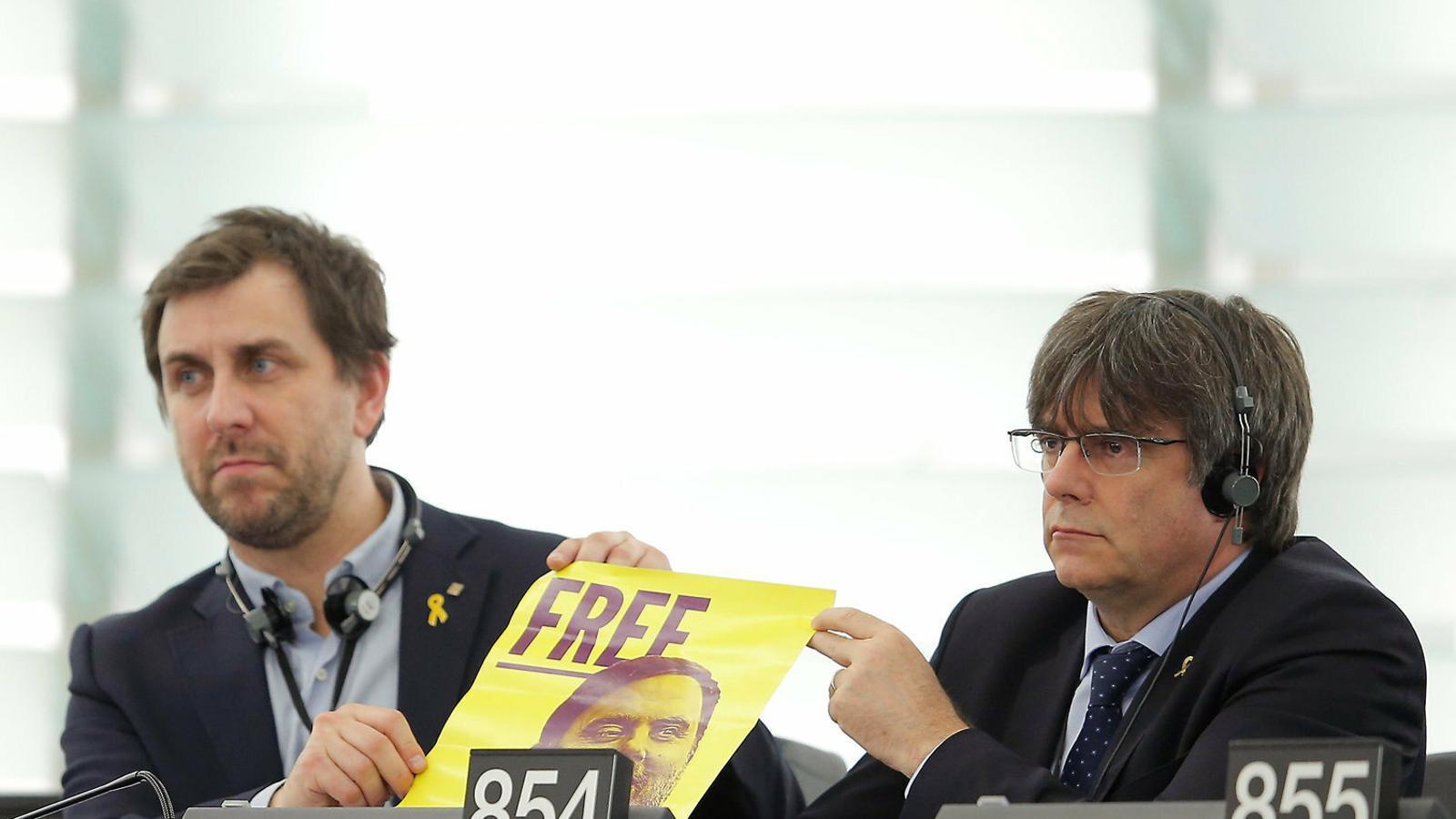 Puigdemont debuta a Europa exigint la llibertat de Junqueras