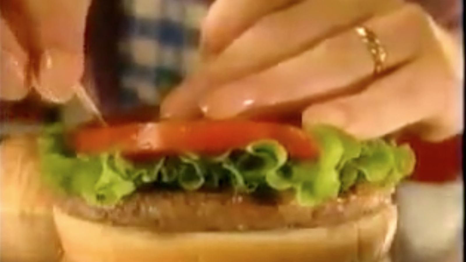 Els trucs dels anunciants per fer el menjar irresistible