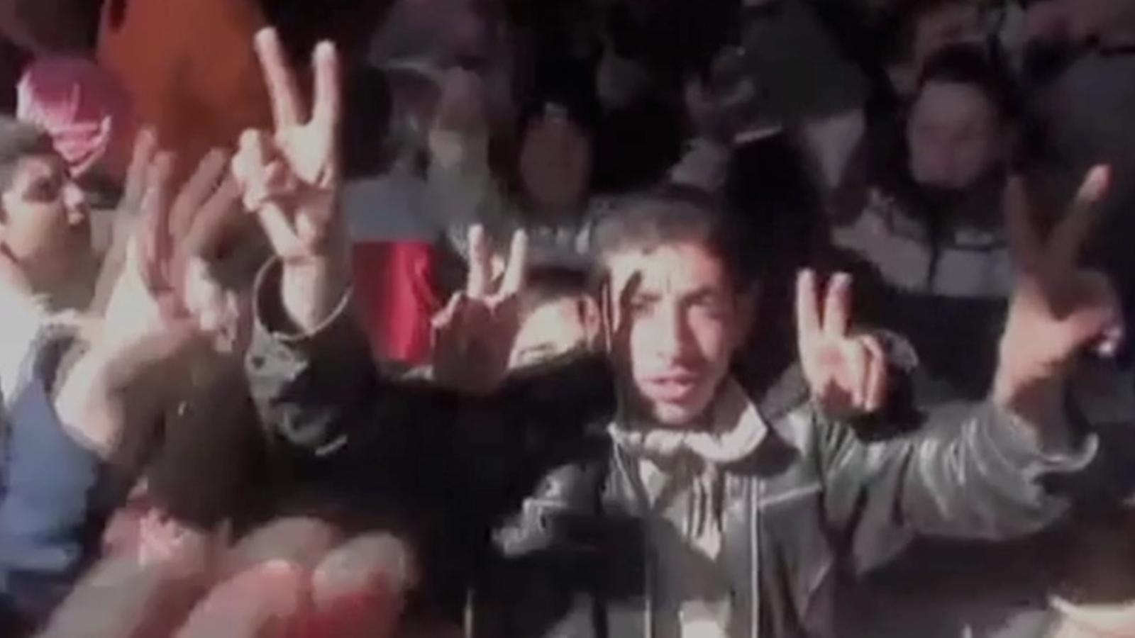 Els soldats d'Al-Assad ataquen una protesta pacífica a Rastan
