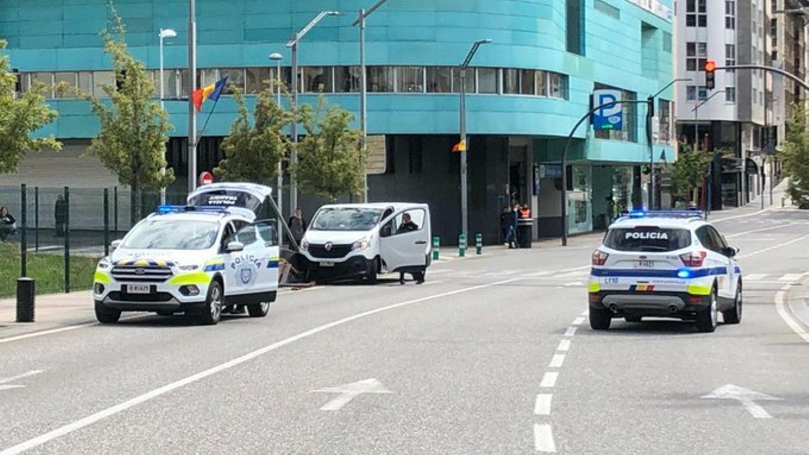 La policia al lloc de l'atropellament. / POLICIA D'ANDORRA