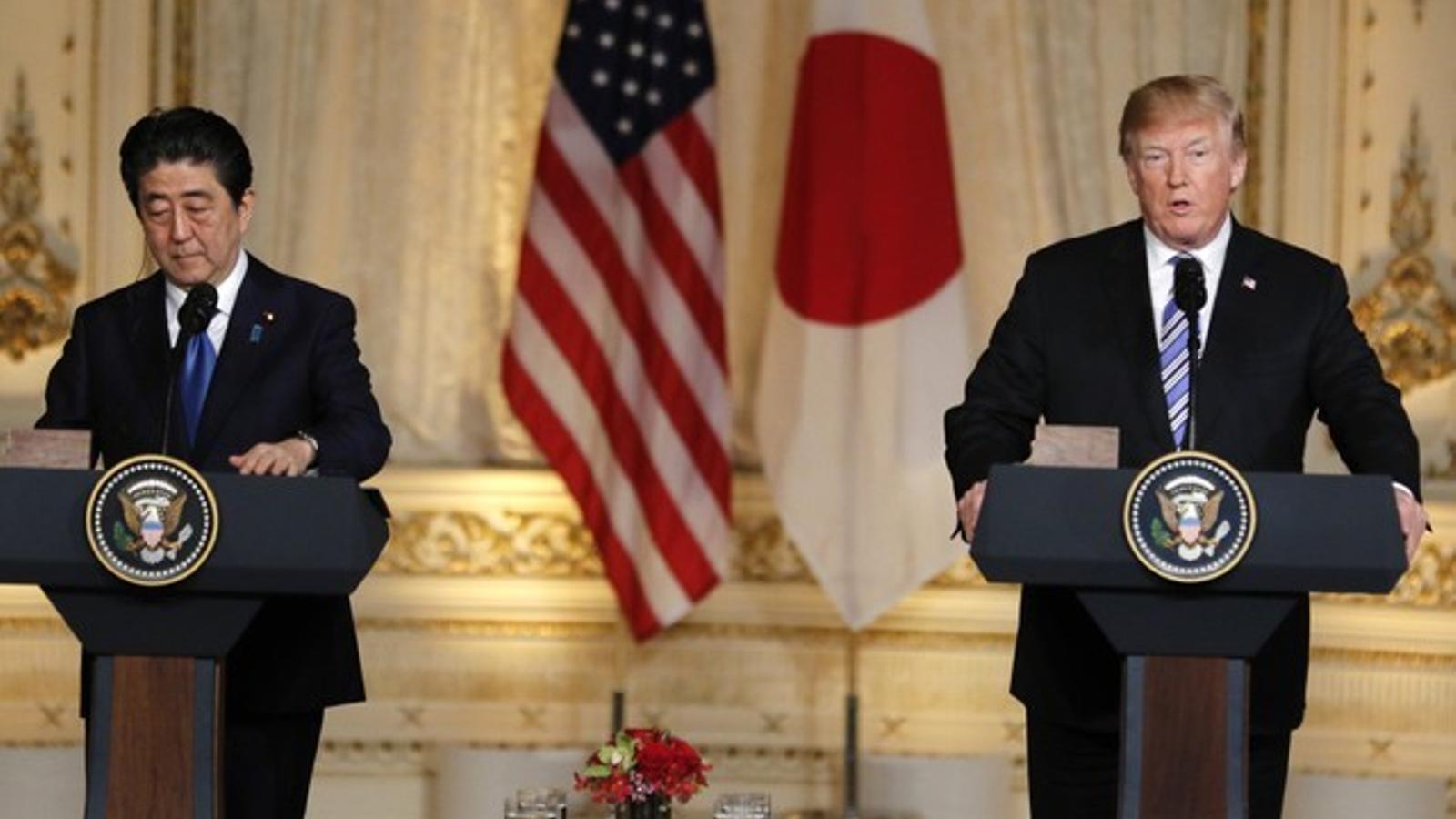 El president dels EUA, Donald Trump, i el primer ministre del Japó, Shinzo Abe, després de la seva cimera de dos dies a Miami.