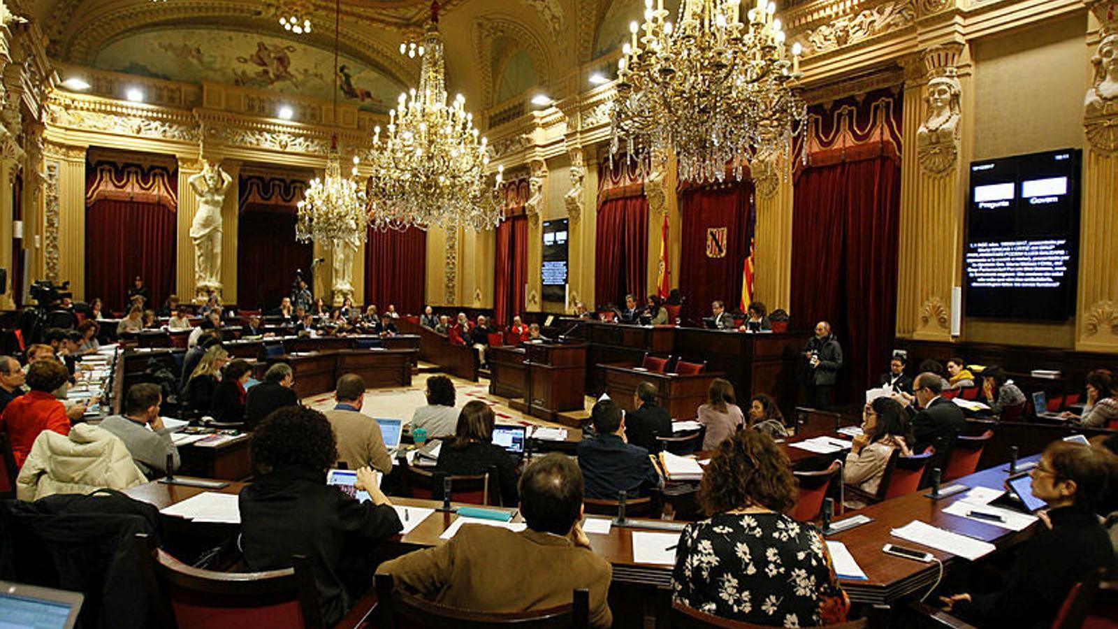 Vacances pactades en el Parlament Balear