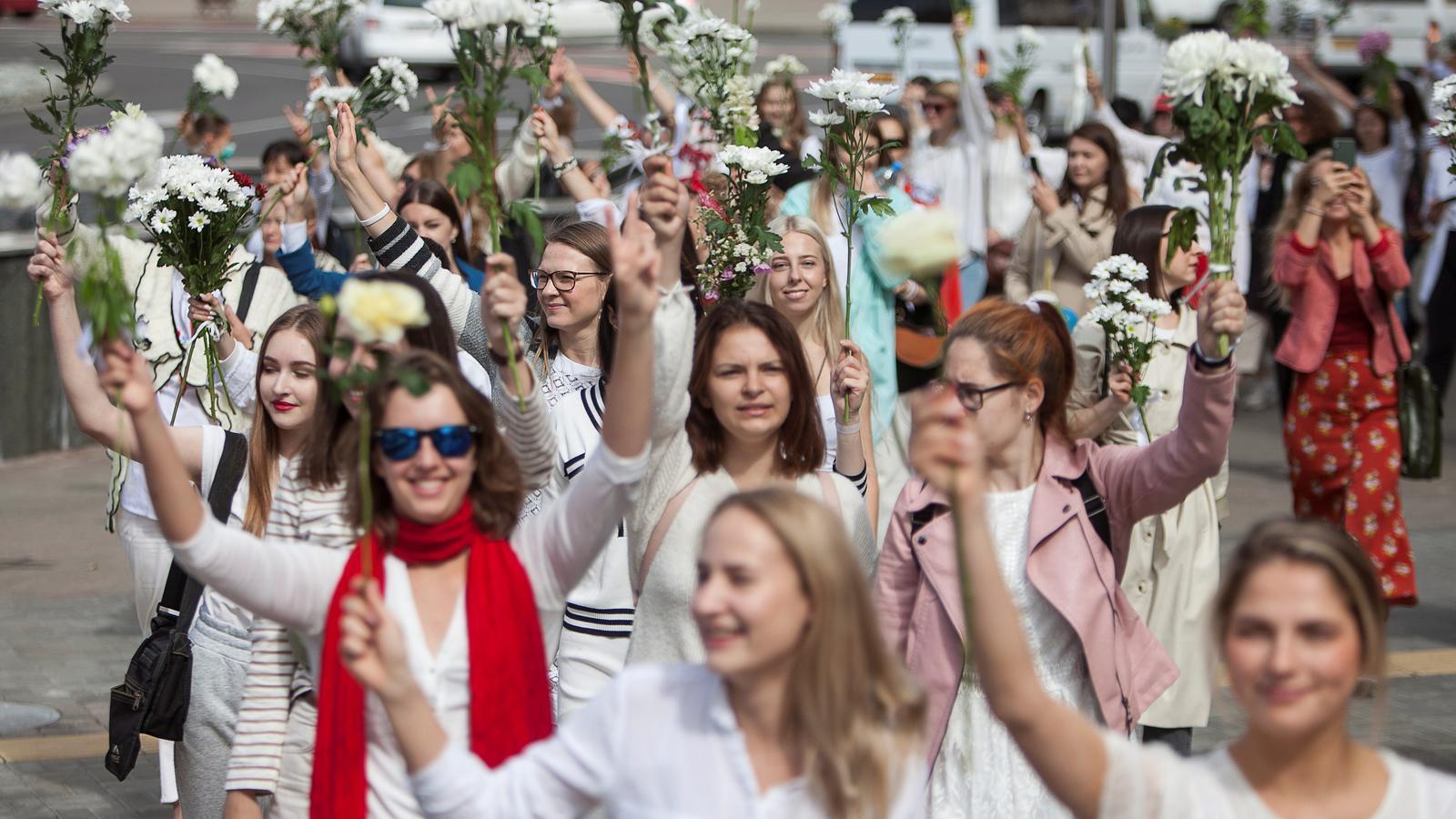 Imatge d'una d'aquestes protestes pacífiques aquest dijous a Minsk.
