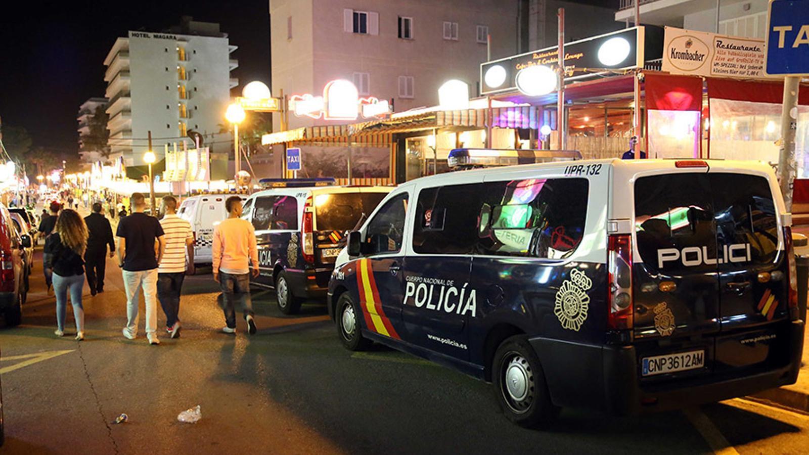 Un home apunyala a dos turistes alemanys a la Platja de Palma