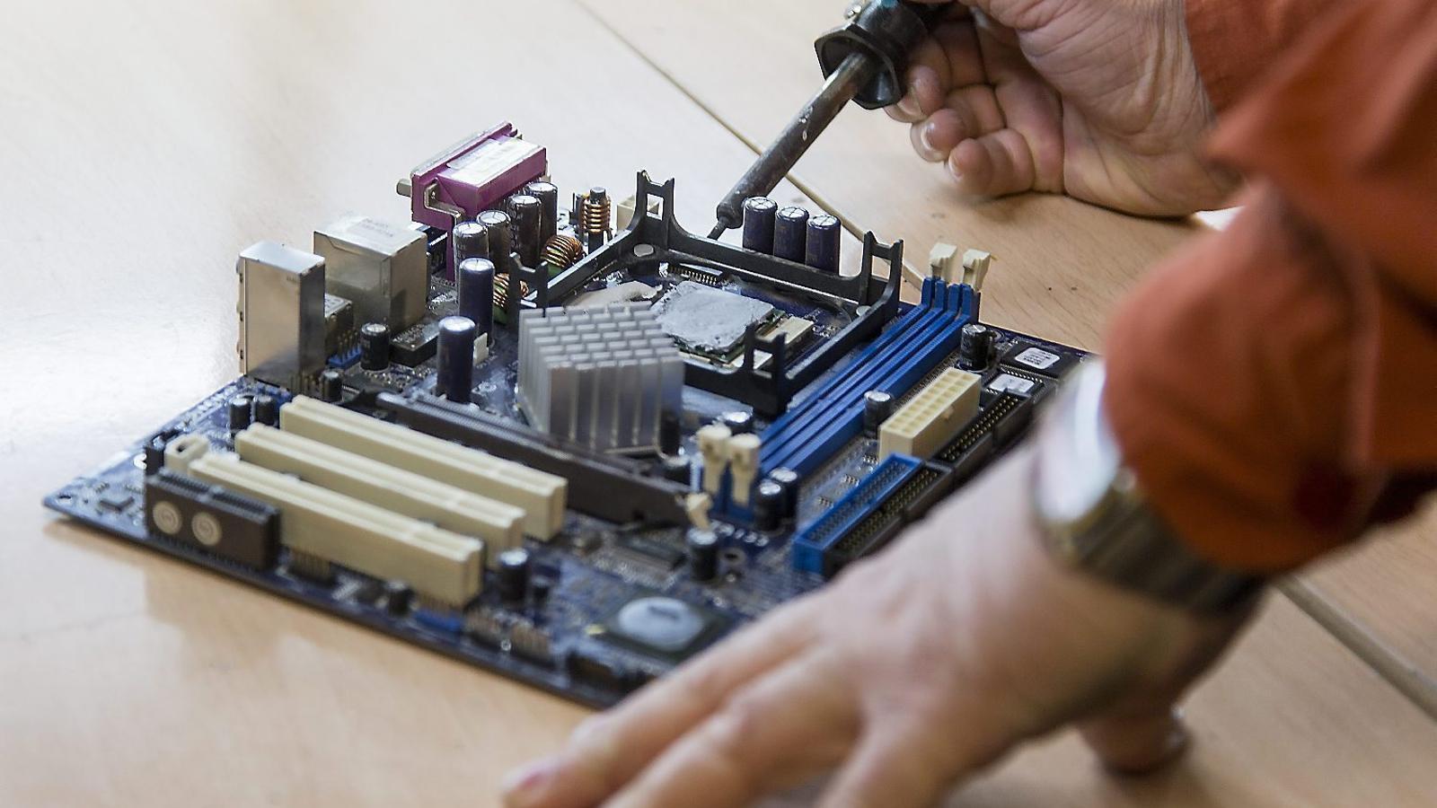 Com es pot allargar la vida dels aparells electrònics?