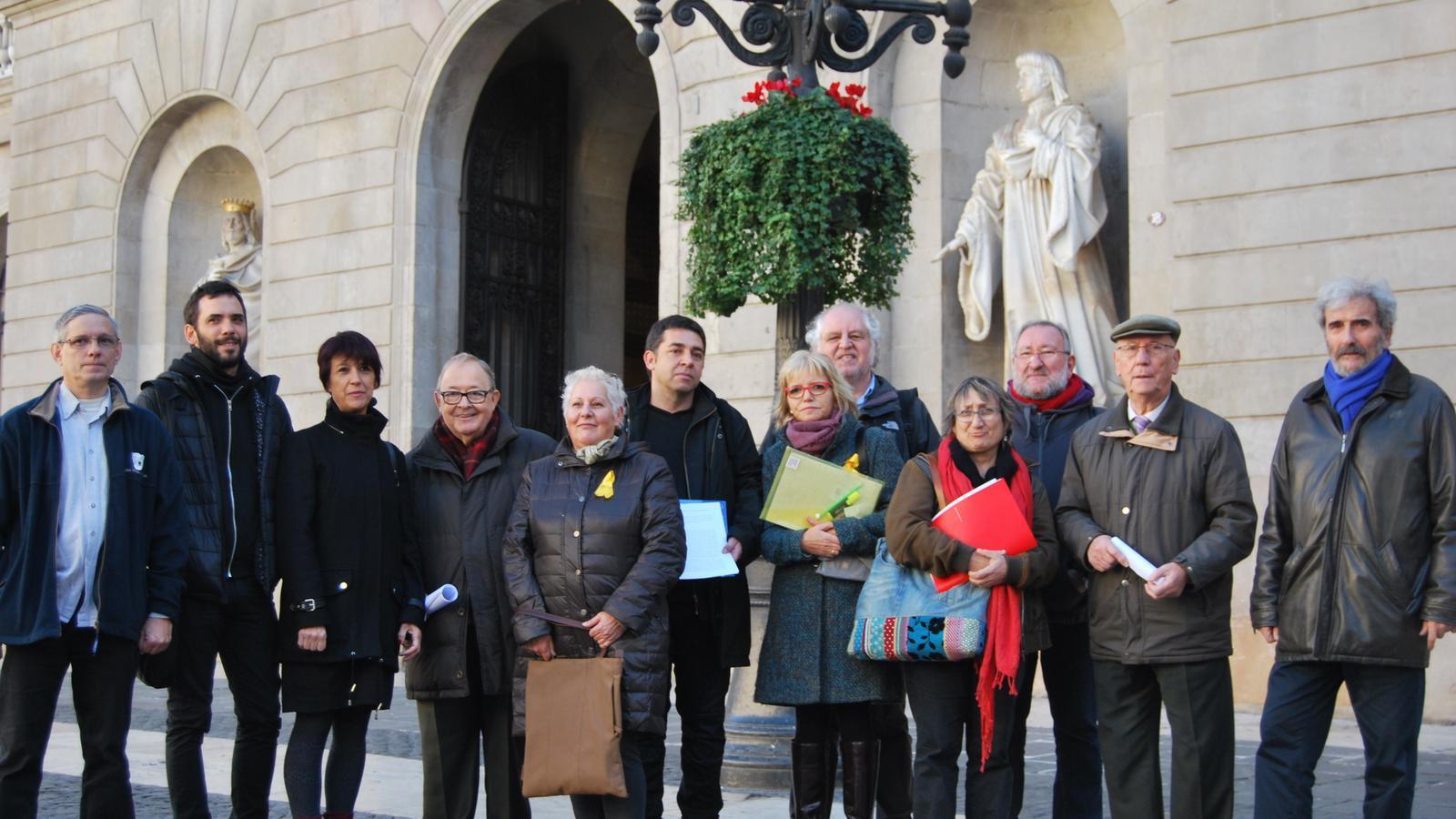 Les entitats que avui han demanat que el consistori barceloní es querelli contra els crims franquistes