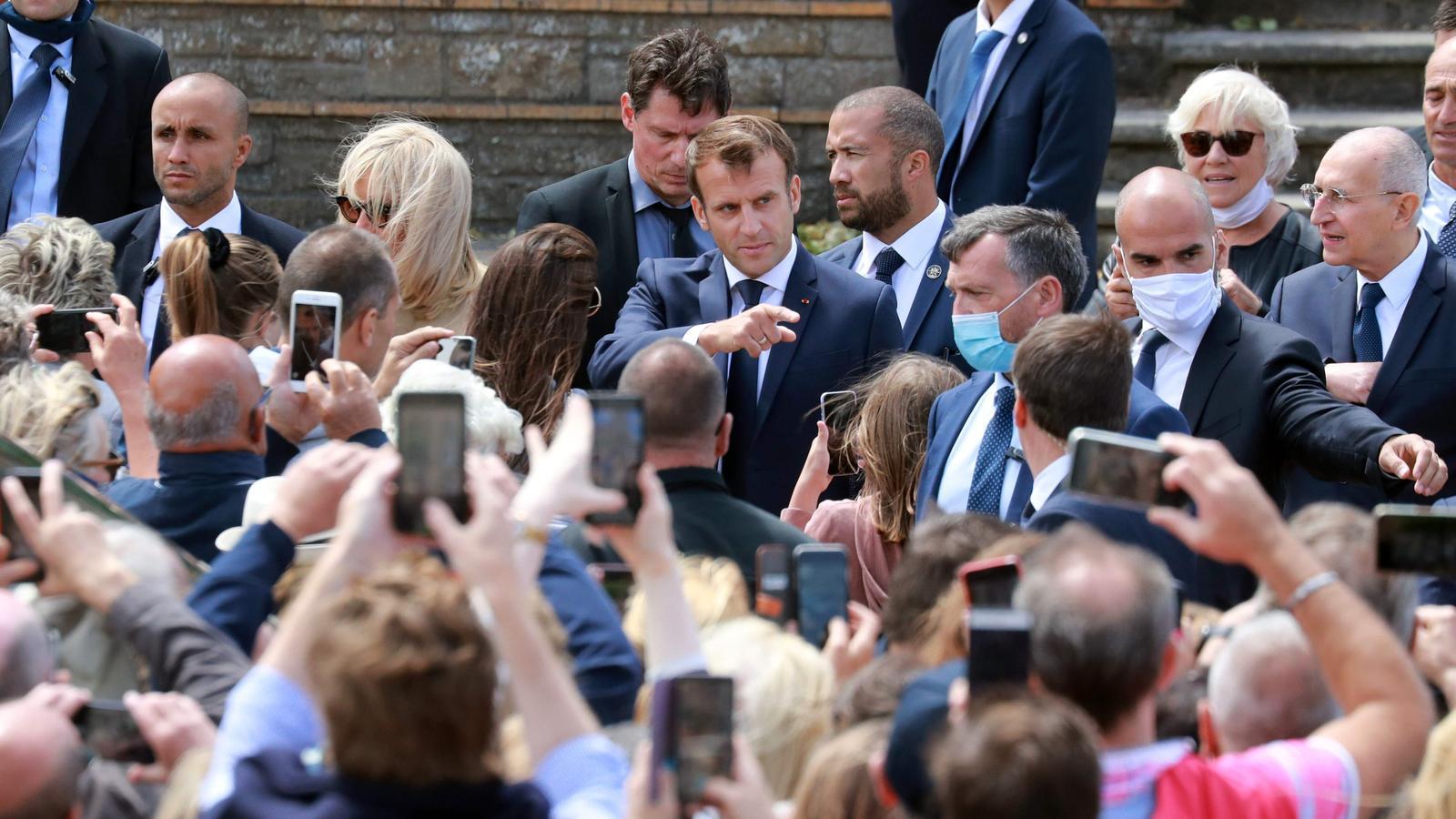 Macron abandonant el col·legi electoral a Le Touquet, a l'oest de França