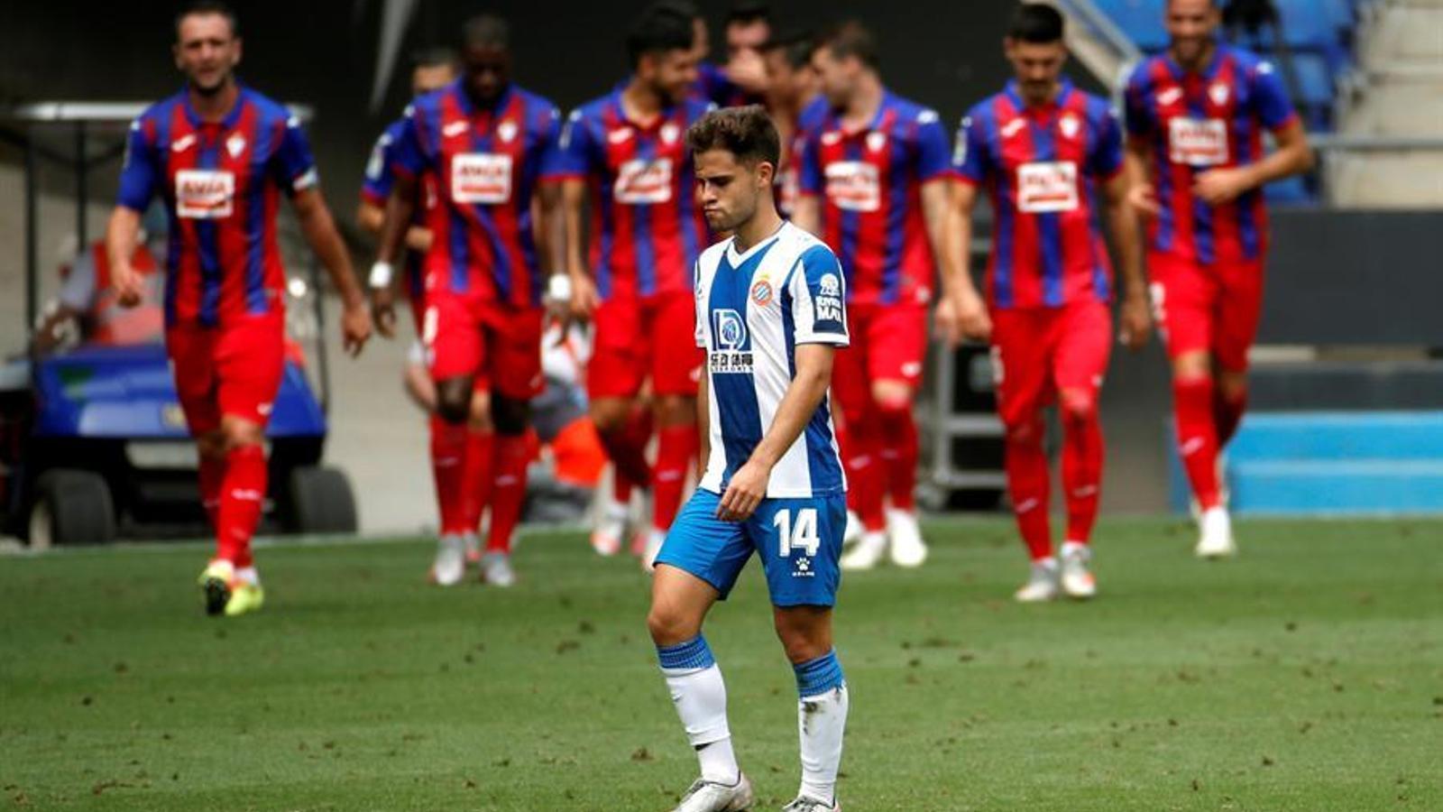 L'Espanyol, desnonat, dona un cop de mà a l'Eibar (0-2)