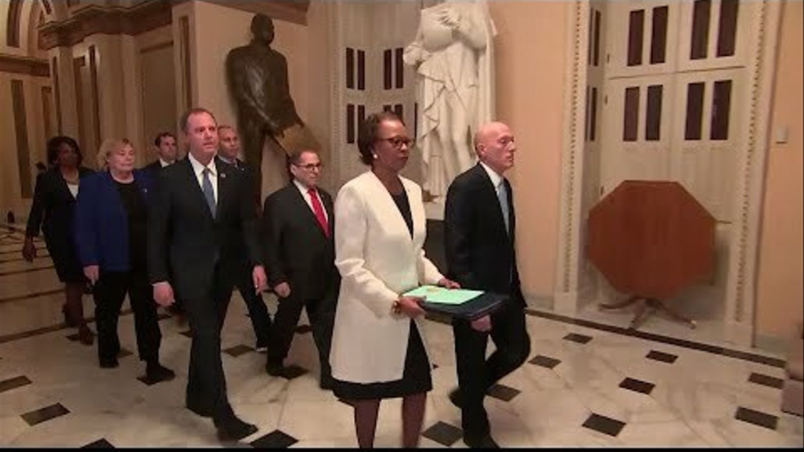 Cerimònia de trasllat dels articles de l''impeachment' a Donald Trump de la Cambra de Representants al Senat