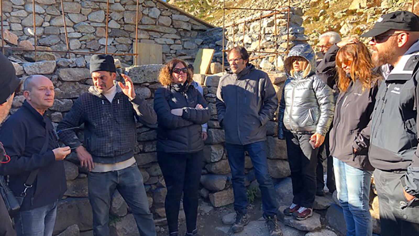 Els membres del Consell Assessor del Patrimoni durant una de les seves visites d'aquest dilluns. / GOVERN D'ANDORRA