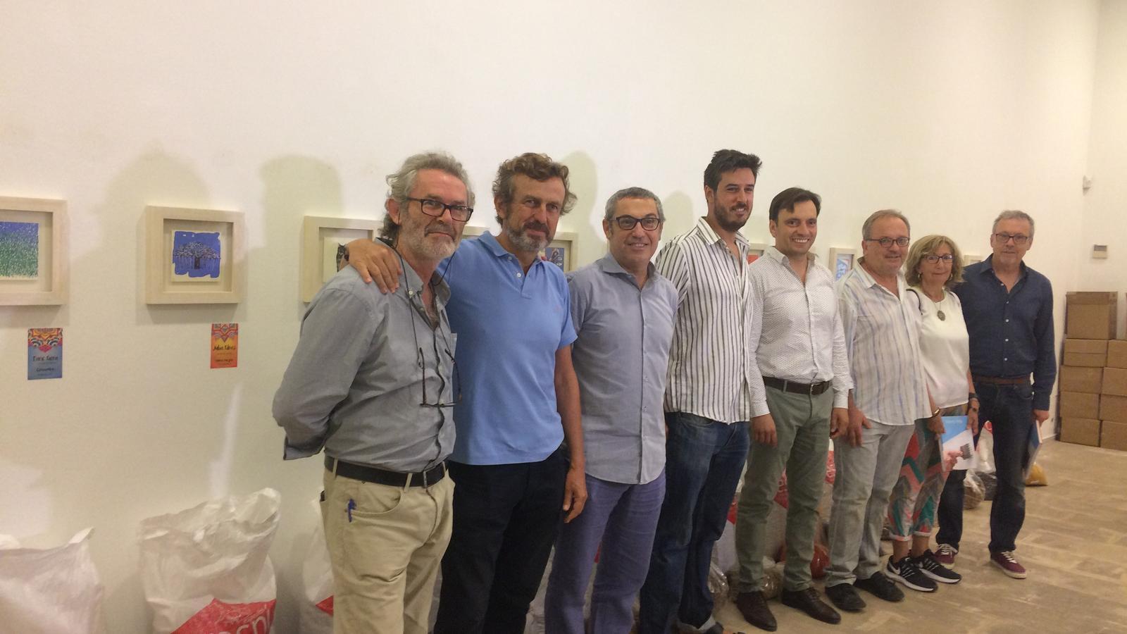 Més de 30 artistes de Balears ajuden l'Índia a través de l'exposició 'Mata Ombres'