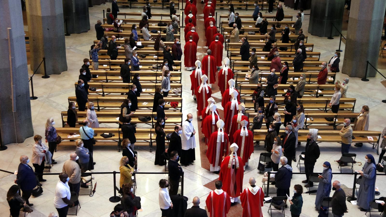 El Govern i l'Ajuntament tenien representació oficial a la missa multitudinària de la Sagrada Família