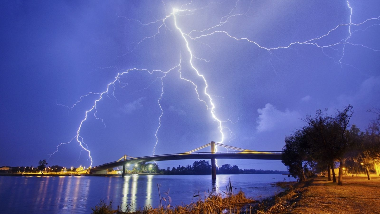 Les fortes tempestes han afectat el litoral i prelitoral de Barcelona i Tarragona
