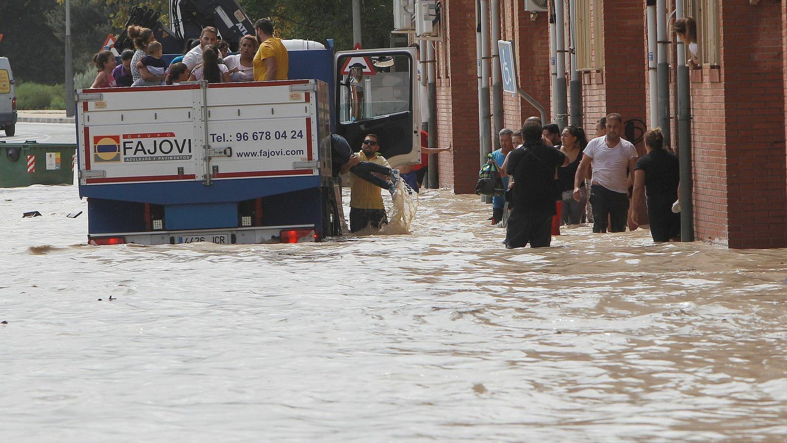 El municipi d'Almoradí, al Baix Segura, inundat pel desbordament del riu Segura