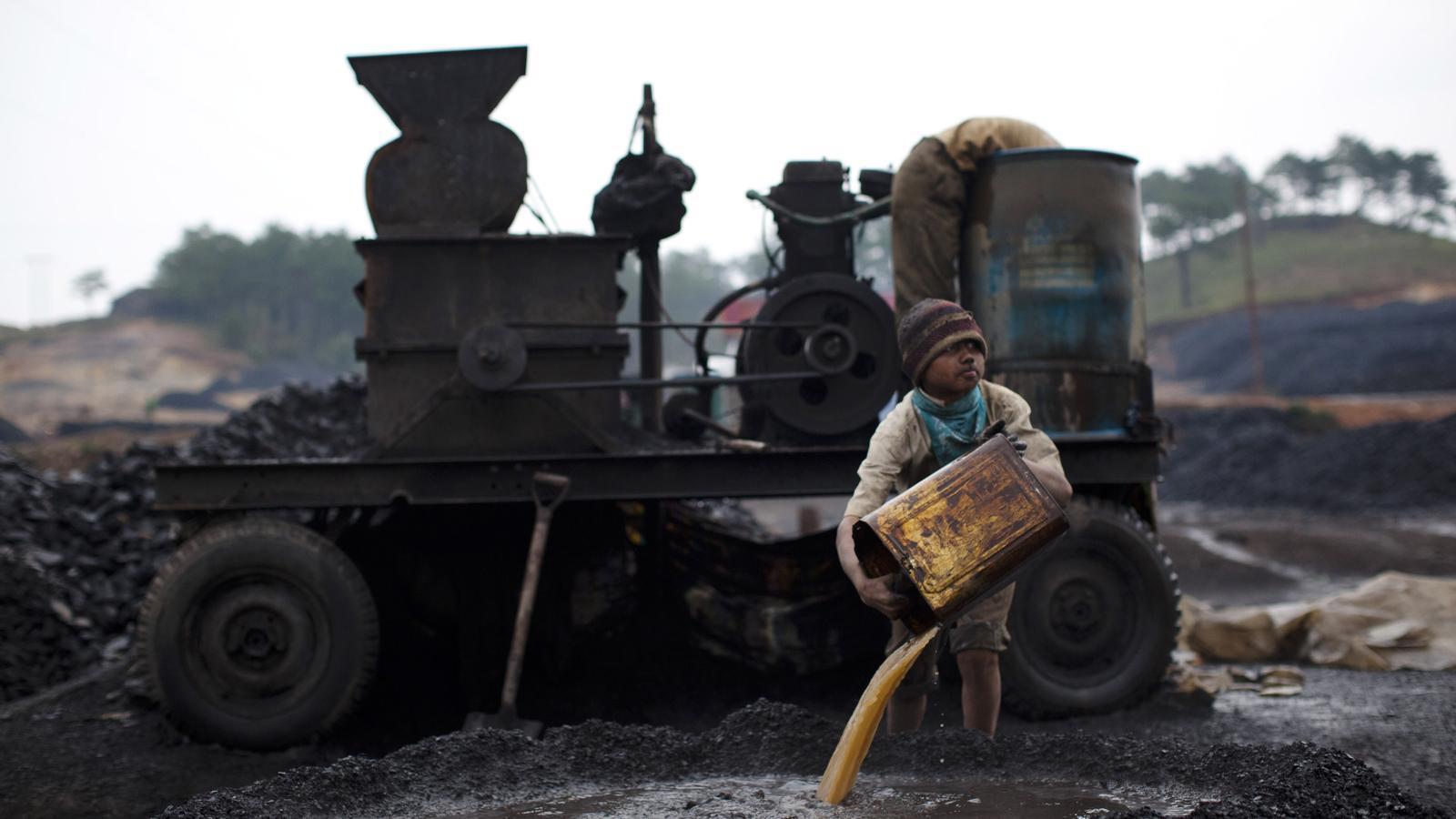 Nen treballant a la Índia