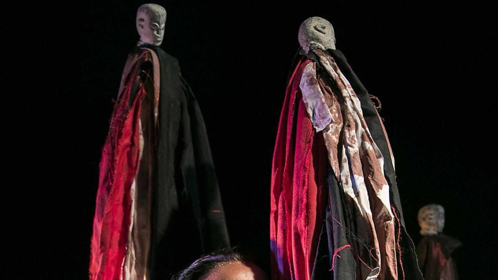 Marta Carrasco a l'escenari de La Seca Espai Brossa, on aquests dies interpreta Perra de nadie.