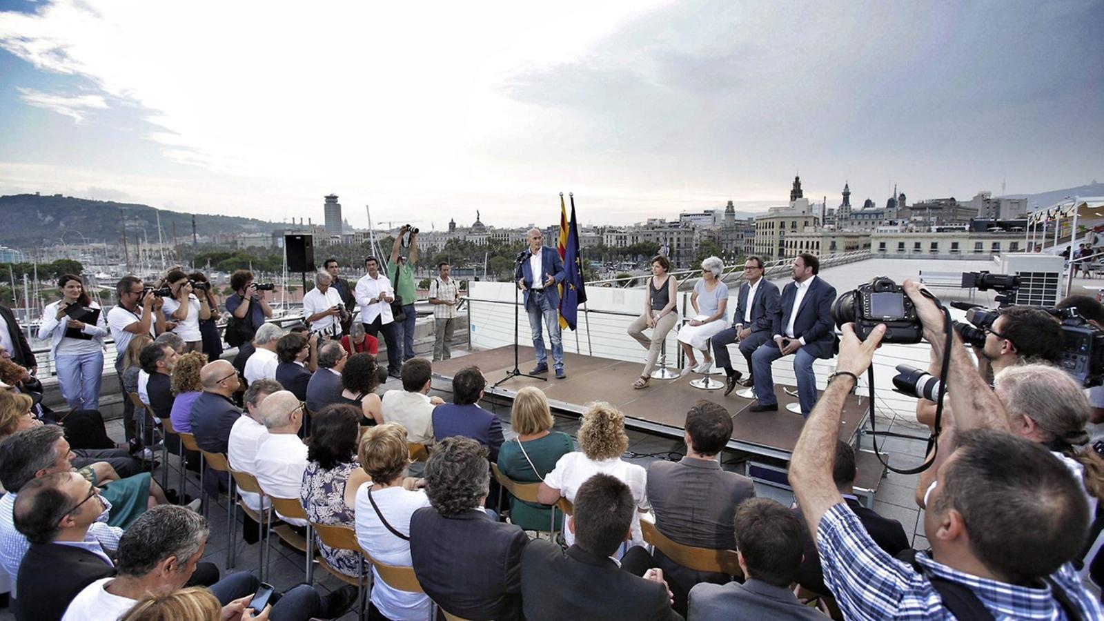 La presentació va fer Romeva protagonista de l'acte i va deixar Mas  i Junqueras com a teloners de l'exeurodiputat.