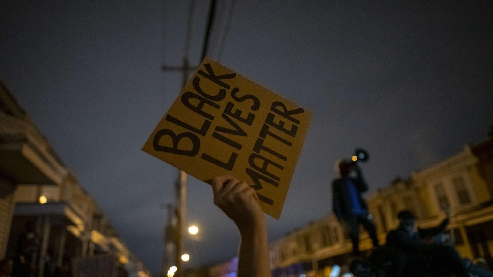 Protestes a Filadèlfia per la mort de Walter Wallace pels trets de dos policies.