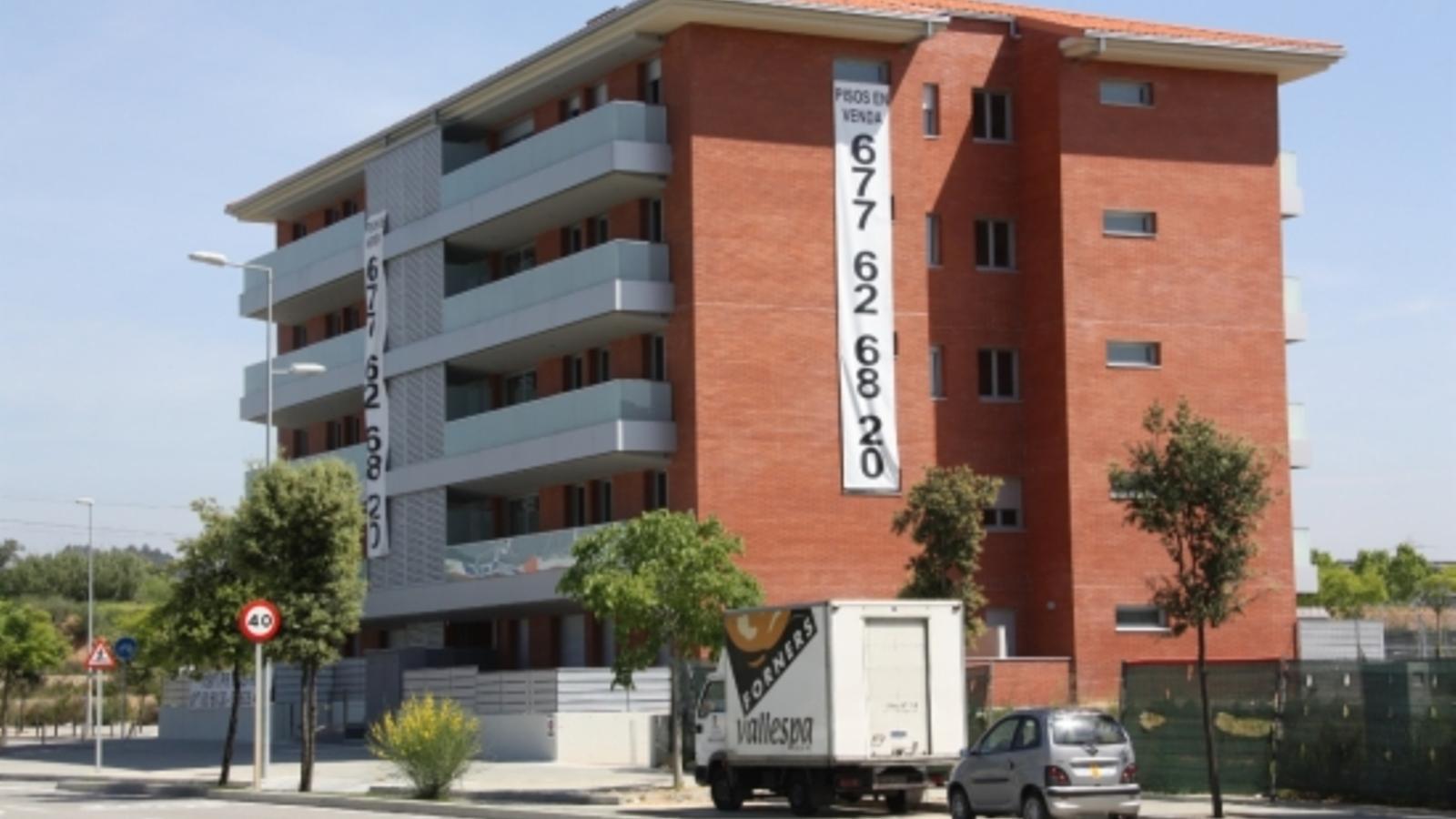 El preu dels pisos a Catalunya porta tres trimestres seguits de descens