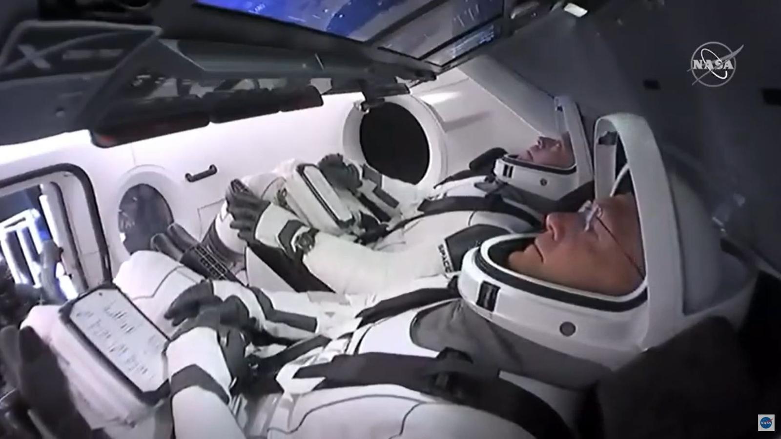 Els astronautes Bob Behnken i Doug Hurley a la càpsula de l'Space X.